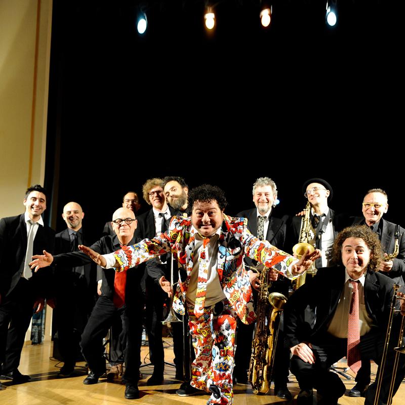 """MAURO OTTOLINI & ORCHESTRA OTTOVOLANTE<br />""""A qualcuno piace Fred""""<br /><em>Omaggio a Buscaglione e al grande swing italiano</em>"""